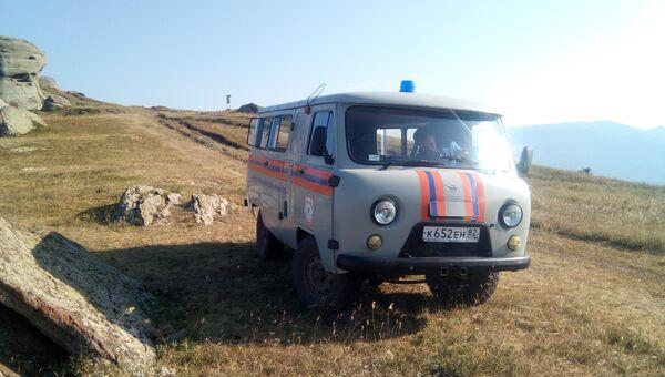 Автомобиль спасателей в крымских горах