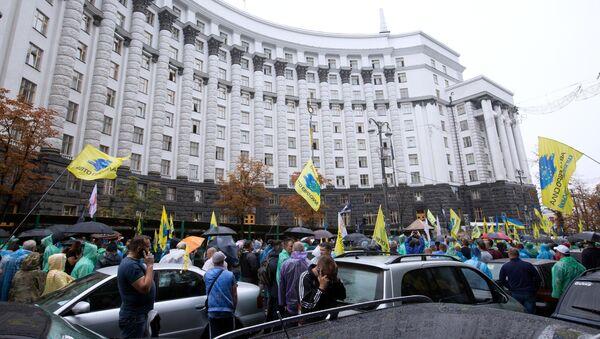 Автовладельцы с европейскими номерами пикетируют здание правительства Украины в Киеве