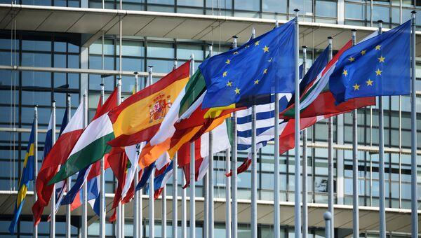 Флаги у здания Европейского парламента в Страсбурге