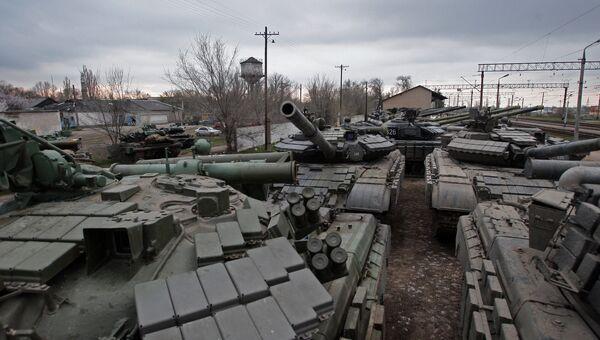 Танки войск береговой обороны Украины покидают территорию Крыма
