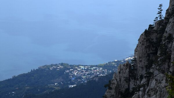 Вид на Черноморское побережье с вершины горы Ай-Петри в Крыму