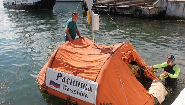 Путешественник Юрий Бурлак отправляется в путешествие из Севастополя в Турцию на плоту