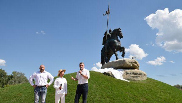 Мэр Киева Виталий Кличко на открытии памятника персонажу былин богатырю Илье Муромцу