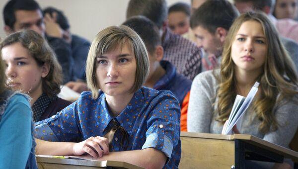 Студенты на занятии. Архивное фото