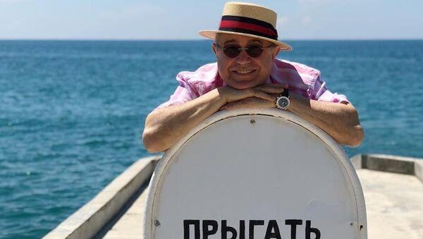 Народный артист России, юморист Евгений Петросян на отдыхе в Ялте