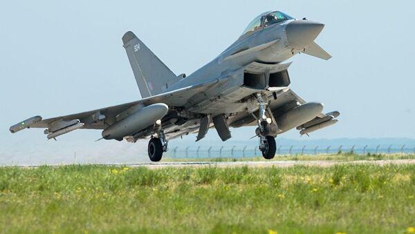 Британский истребитель Typhoon на военной базе в Румынии. Архивное фото
