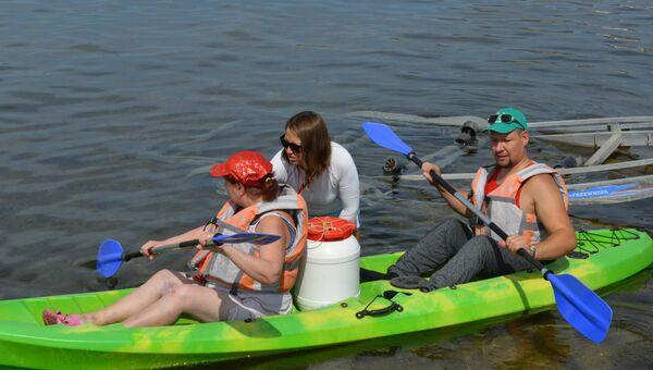 В бухте Капсель прошел заплыв на каяках для людей с ограниченными возможностями