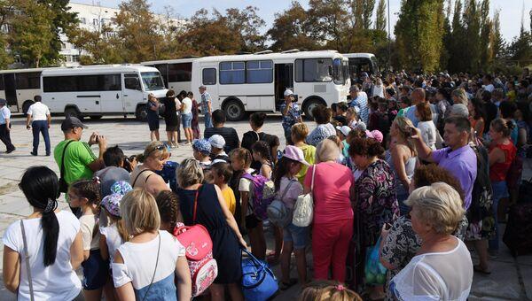 Дети в Армянске готовятся к отправке в крымские санатории