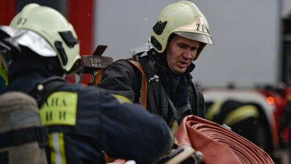 Сотрудники пожарно-спасательных подразделений МЧС России
