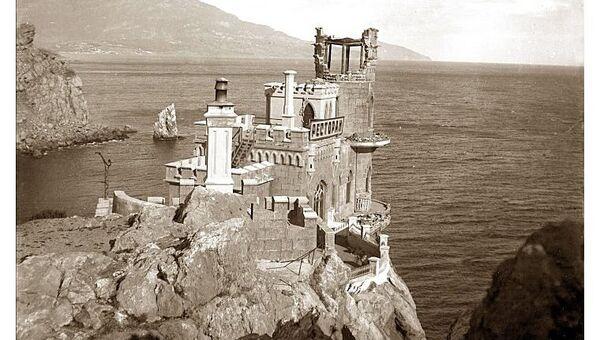 Ласточкино гнездо после землетрясения в сентябре 1927 года в Крыму