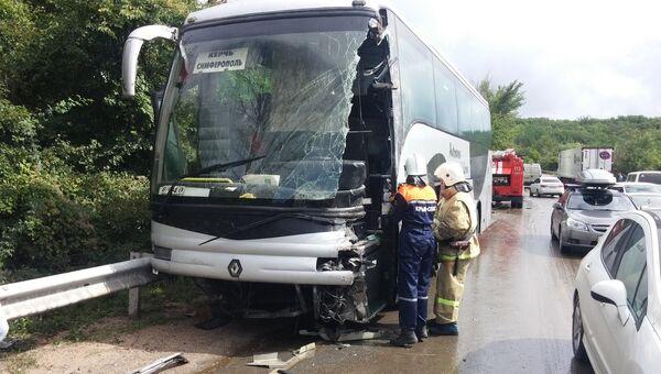 ДТП с участием автобуса Renault и грузового автомобиля Volvo в Крыму. 15 сентября 2018