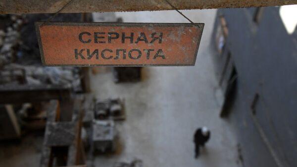 В цеху завода Крымский титан в Армянске