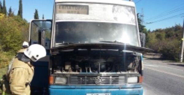 Рейсовый автобус, который загорелся на трассе Симферополь - Ялта