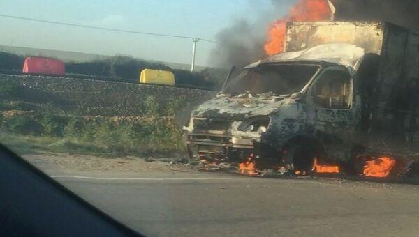 В Ленинском районе Крыма на автодороге Керчь-Феодосия-Симферополь сгорел  грузовой автомобиль ГАЗель