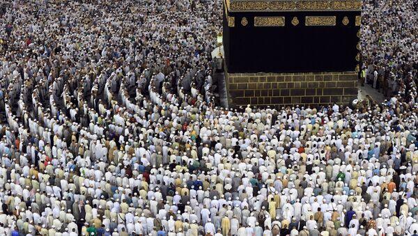Паломники во время хаджа в мечети Масджид аль-Харам в Мекке. Архивное фото