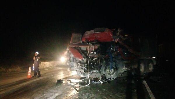 Два грузовика столкнулись под Белогорском