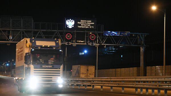 Запуск грузового движения по Крымскому мосту. 1 октября 2018