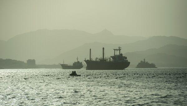 Вид на корабли в море. Архивное фото