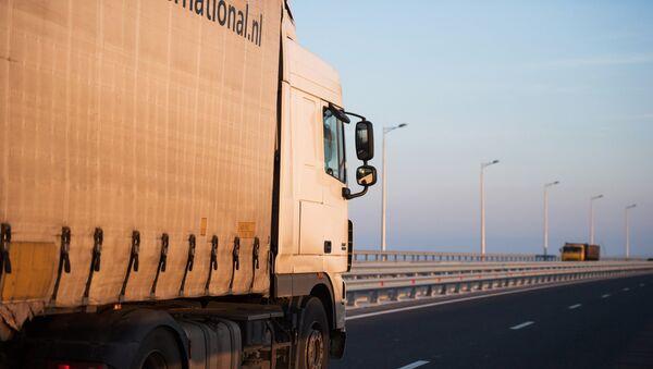Открытие движения по Крымскому мосту для грузовиков