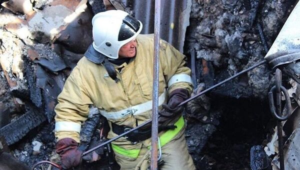 Сотрудник МЧС на месте пожара