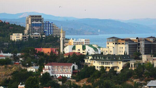 Вид на приморский город Алушту