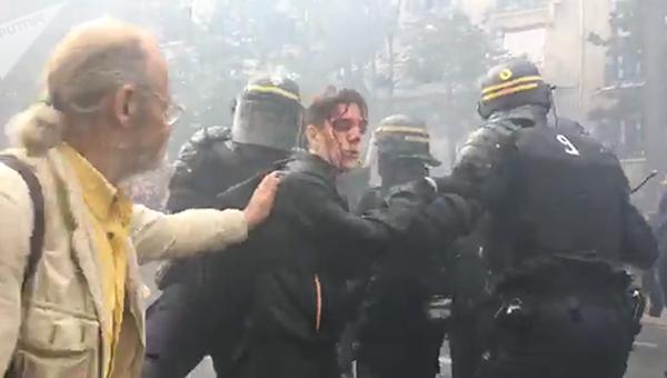Манифестация против социальной политики президента Франции Эммануэля Макрона в Париже. 9 октября 2018