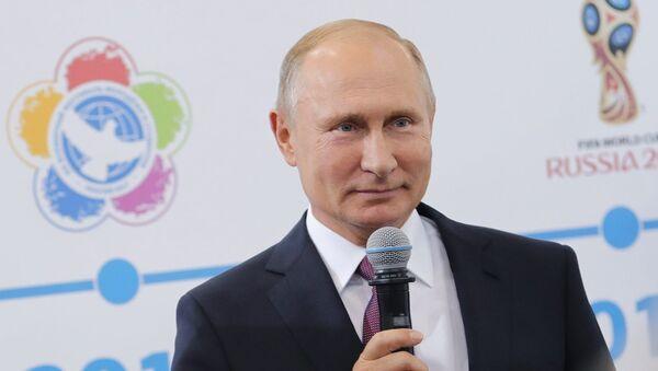 Президент РФ Владимир Путин во время встречи с волонтерами XXIX Всемирной зимней универсиады 2019 года на VII Международном спортивном форуме Россия – спортивная держава в Ульяновске