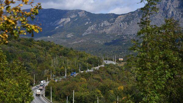 Автомобильная дорога возле Алушты