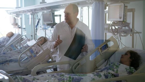 Пострадавших при нападении на колледж в Керчи доставили в больницу Краснодара