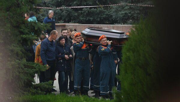 Видео церемонии прощания с погибшими в трагедии в Керченском политехническом колледже