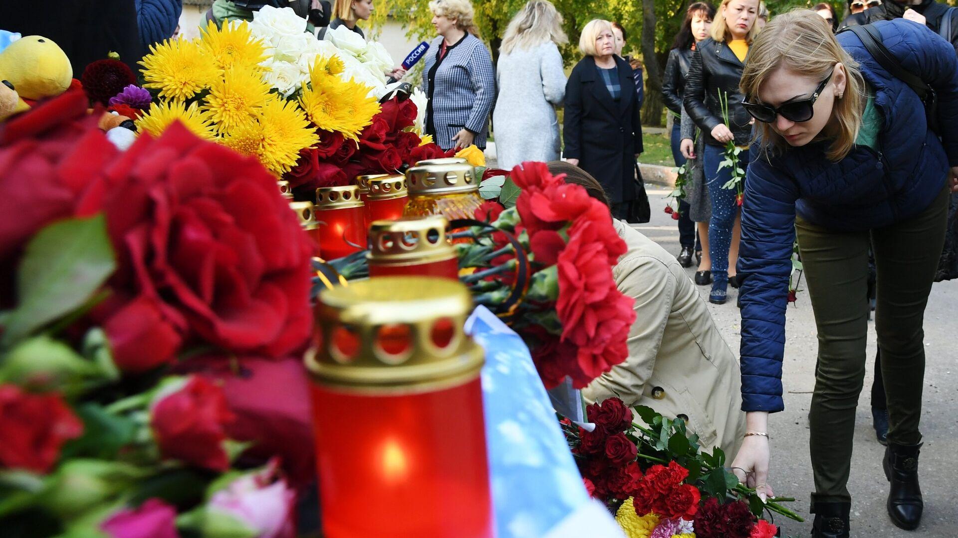 В Крыму объявили трехдневный траур в связи с трагедией в Керчи - РИА Новости, 1920, 17.10.2021