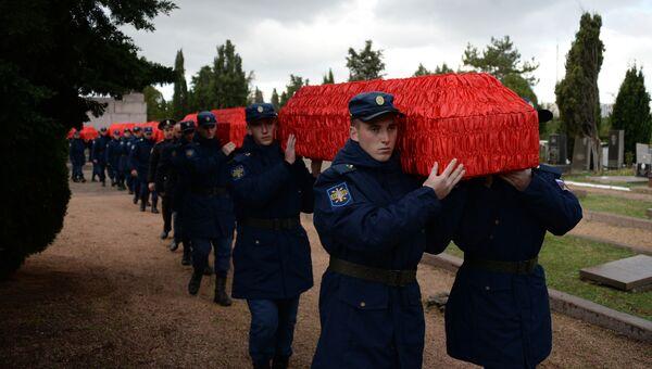Перезахоронение  бойцов Красной армии. Архивное фото