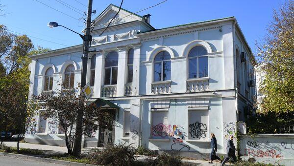 Бывшее здание Меджлиса крымско-татарского народа* в Симферополе. Архивное фото