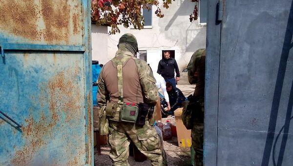 Крымские правоохранители накрыли в Судаке подпольный цех по производству фальсифицированного алкоголя