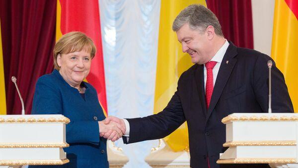 Президент Украины Петр Порошенко и канцлер Германии Ангела Меркель во время встречи в Киеве. 1 ноября 2018