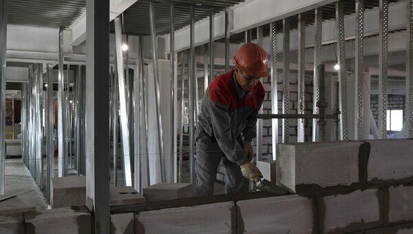 Строительство больницы. Архивное фото