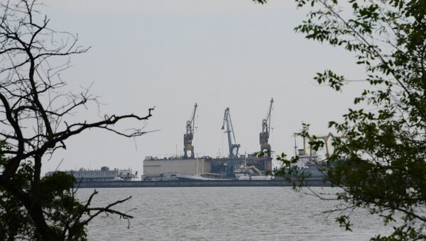 Вид на порт города Мариуполя