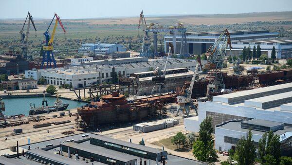 Вид на судостроительный завод Залив в Керчи из вертолета