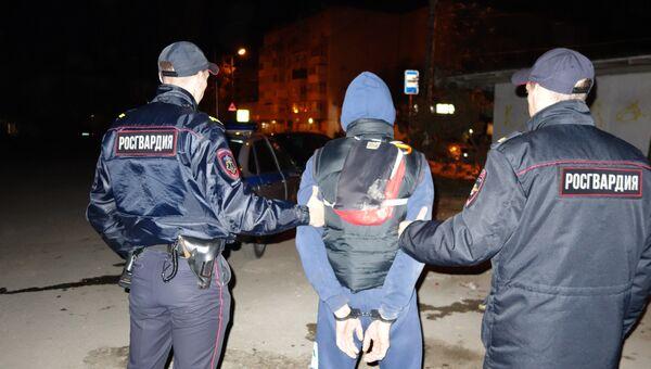 Сотрудники Росгвардии задержали в Севастополе мужчину, напавшего с ножом на собутыльника