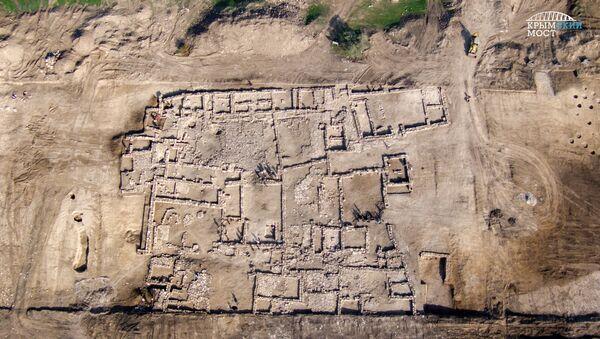 Раскопки античной усадьбы, обнаруженной при строительстве подхода к железнодорожной части Крымского моста