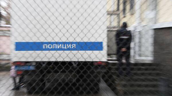 Полицейский автозак у здания суда. архивное фото