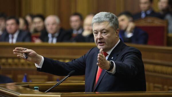 Президент Украины Петр Порошенко выступает на заседании Верховной рады Украины