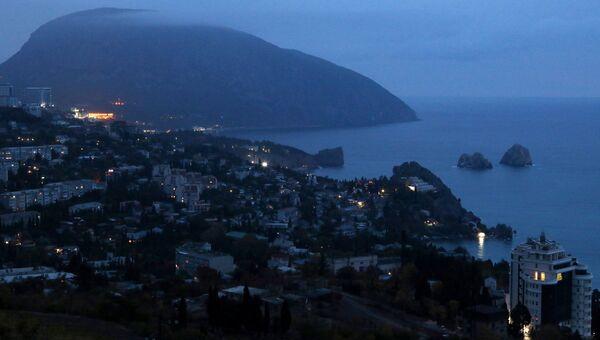 Ночной вид на Гурзуф и гору Аю-Даг