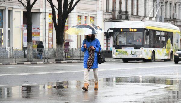 Девушка под дождем в Симферополе