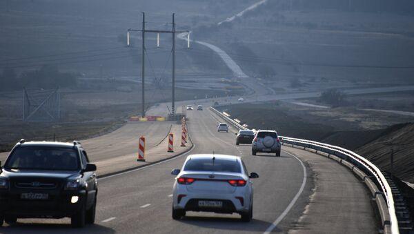 Автомобильное движение на участке трассы Таврида
