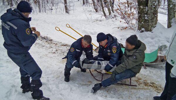Спасатели оказали помощь мужчине, который во время отдыха травмировался на Ангарском перевале