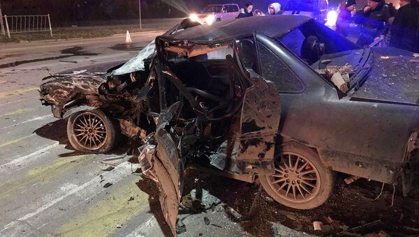 Последствия ДТП с участием двух легковых автомобилей в Евпатории. 3 января 2019