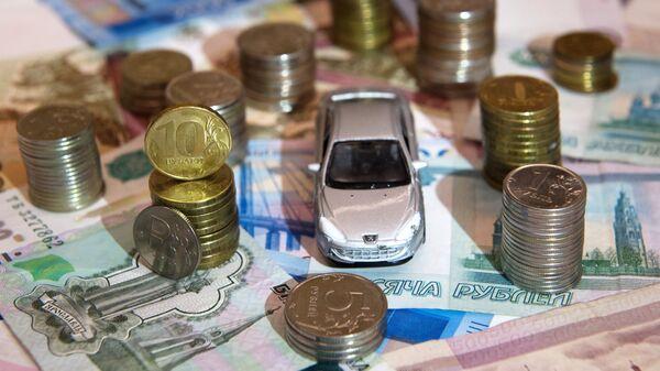 Рублевые купюры и монеты разного достоинства