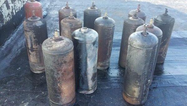 Газовые баллоны с крыши дома в Щелкино, где произошел взрыв