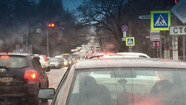 Автомобильная пробка в Симферополе. Архивное фото